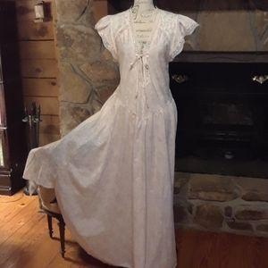 Vintage Gilligan & O'Malley nightgown